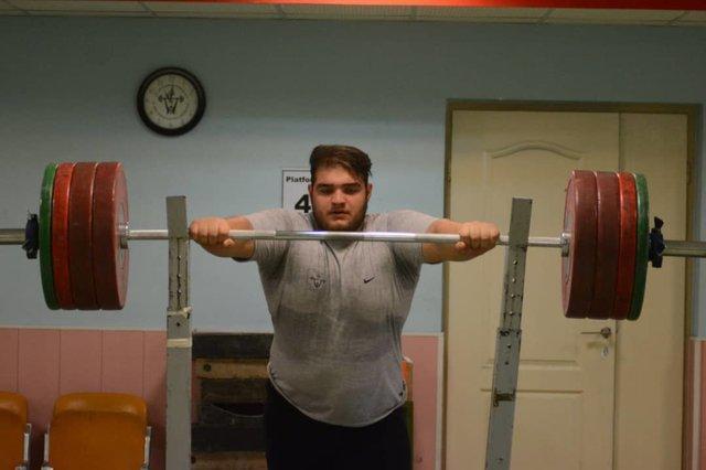 یوسفی قهرمان وزنه برداری المپیک جوانان شد