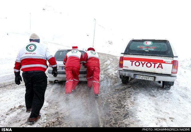 گرفتاری 321 خودرو در برف طی 48ساعت گذشته