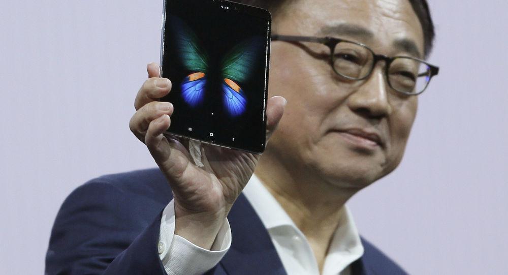 تعویق فروش گوشی تاشو سامسونگ در چین