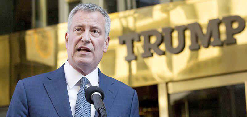 شهردار نیویورک، ترامپ را فریبکار نامید