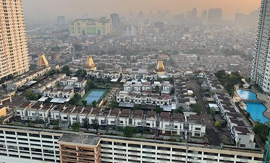 شهرهای کوچک روی بام ساختمان های بزرگ جاکارتا