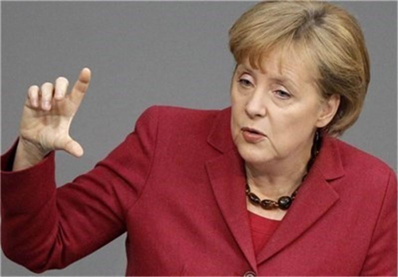 مرکل: من می خواهم یونان در منطقه یورو باقی بماند