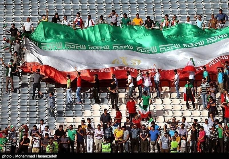 تشویق پرسپولیس، استقلال، دایی و تایلند در استادیوم آزادی
