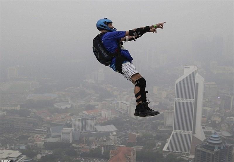 پرش 241 متری از بالای برج کوالالامپور