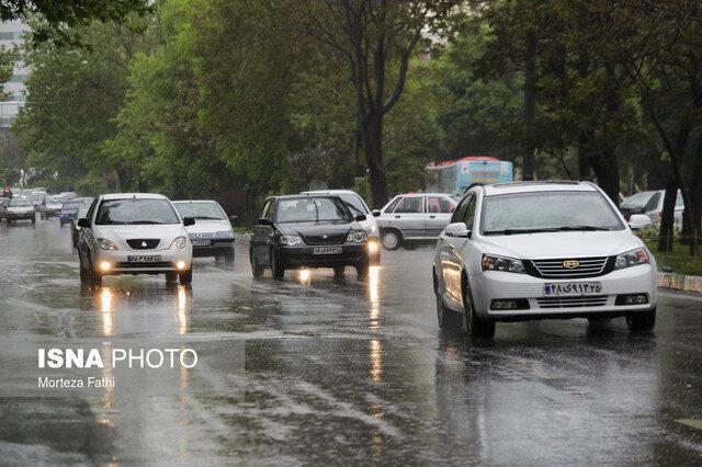 آخرین وضعیت جوی و ترافیکی جاده های کشور، بارش باران در معابر تهران