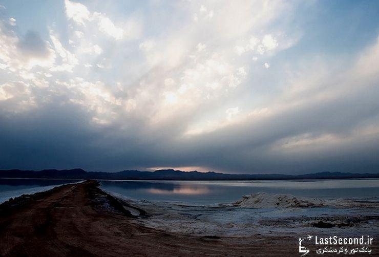 گردش در دریاچه نمک قم
