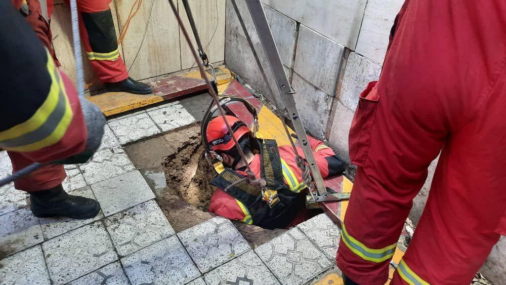 سقوط مردی 60 ساله در چاه خانگی
