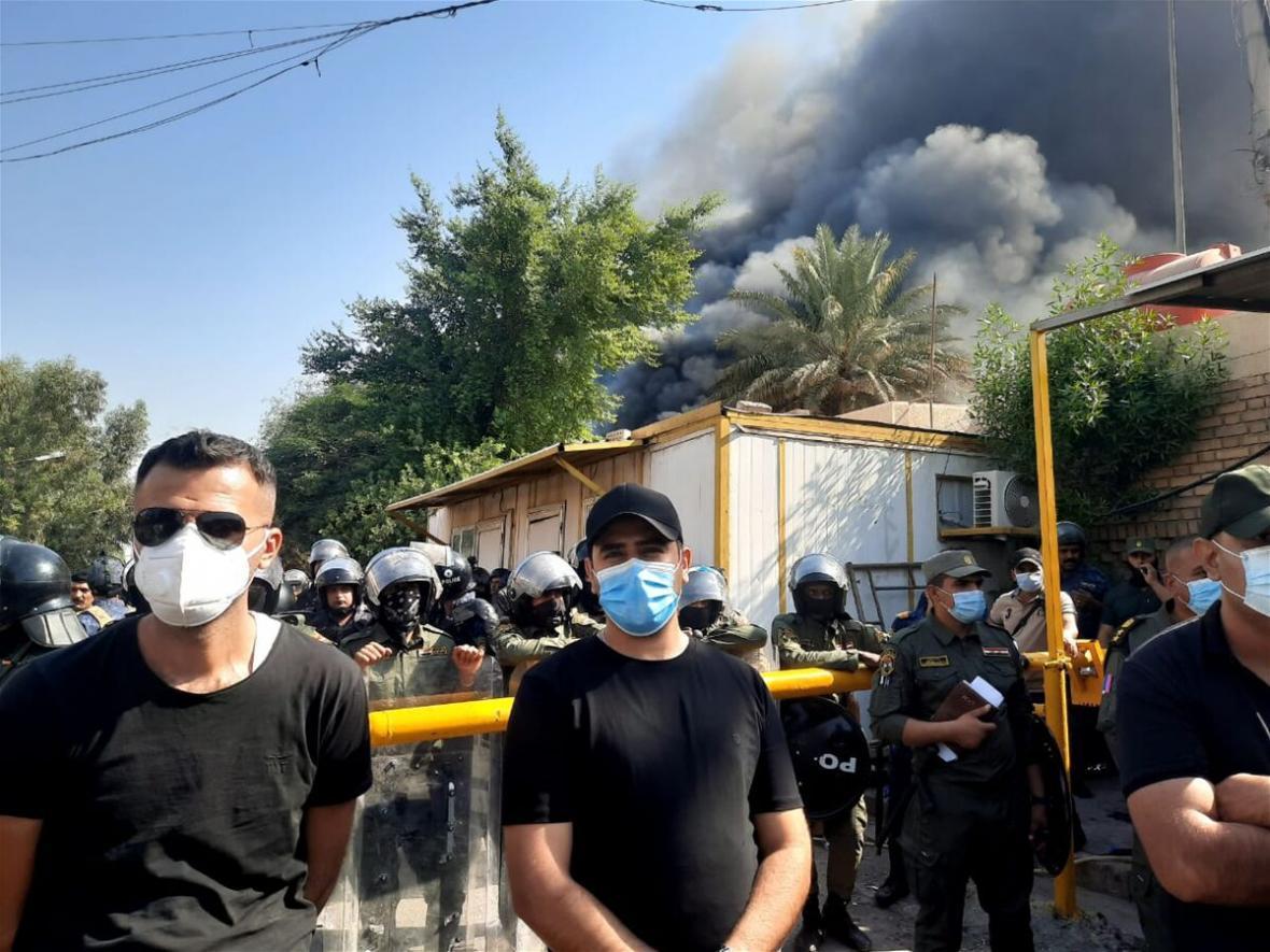 عراق، به آتش کشیدن دفتر حزب دموکرات کردستان بعد از تشبیه حشدالشعبی به داعش