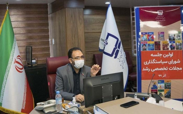 محمدی: باید از انحصار در نوشتن و تمرکز بر نویسندگان حاضر در تهران پرهیز کنیم