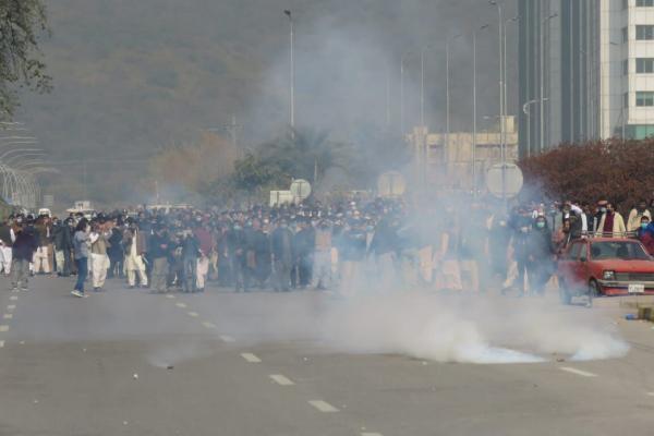 تظاهرات هزاران کارمند معترض در پاکستان