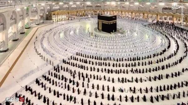 حمله یک فرد به مسجدالحرام؛ادعای روزنامه سعودی:مهاجم،ادعای مهدویت دارد، عکس